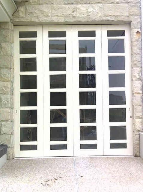 pintu besi kaca