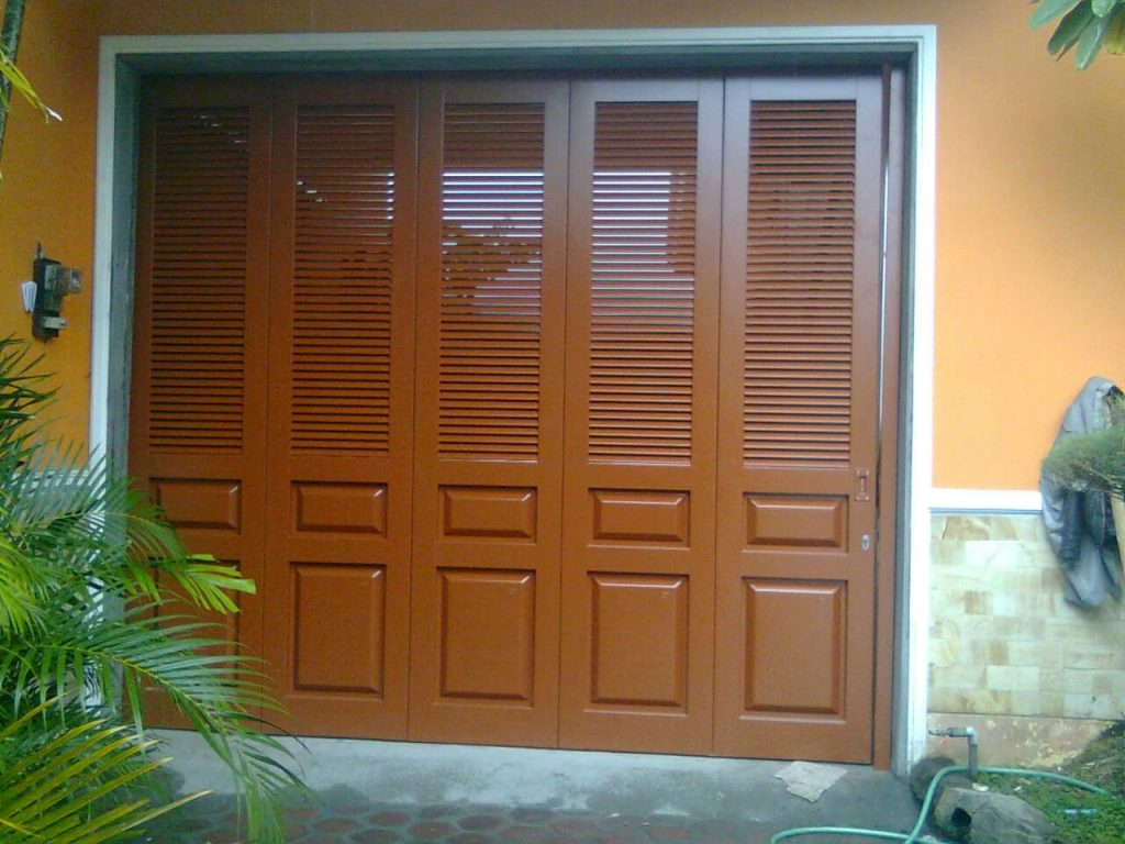 Pintu garasi minimalis modern
